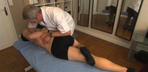 le kinésithérapeute est un professionnel de sante utilisant la thérapie manuelle