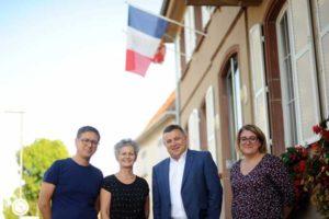De gauche à droite: Lionel Kretz, conseiller municipal, Nadine Urban, adjointe, Gérard Hug, maire et Céline Petitgenay, responsable animation et communication.